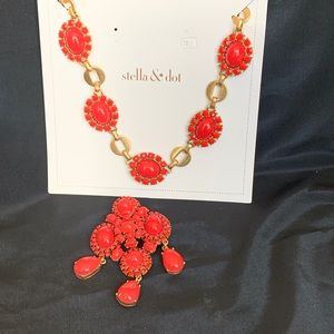 Stella And Dot Gold Tone & Coral Lucite Necklace